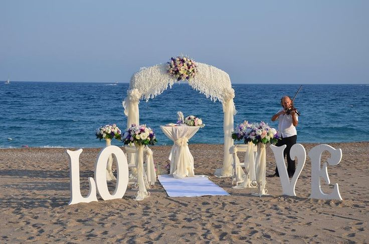 Wedding ceremony at the beach, so romantic atmosphare