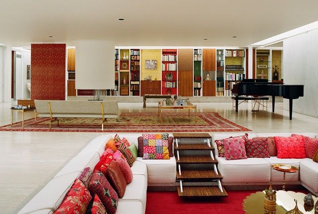 Commissioned by industrialist J. Irwin Miller and his wife Xenia Simons Miller in 1953, the   Miller house was designed by Eero Saarinen, with interiors by Alexander Girard and   landscape design by Daniel Urban Kiley.   Image: Leslie Williamson