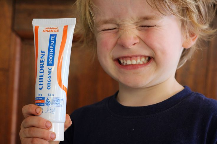 Organic Toothpaste. No fluoride, fragrances, sulphates, colours, animal ingredients, synthetic chemicals, tar derivatives.  Australian certified organic this is the best most safest  way to clean and protect your child's teeth. Come in or order online www.byronbabyshop.com.au  @byron.bay @byronbabyshop @familyholidayhire  #byronbay #organicbaby #organictoothpaste #organic #natural #organicshop #organics #babies #baby #cleanteeth #whiteteeth #babyshop #babystore #chompers #toothpaste…