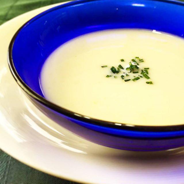 暑い…昨日仕込んでおいた #じゃがいもの冷たいスープ を早速😋😋 少し #ひんやり 🎵 #soup #coldsoup #ビシソワーズ #ヴィシソワーズ #vichyssoise #じゃがいも #Chives #チャイブ #summer #夏 #cooking #mycooking #myrecipe #instacook #instasummer #クッキングラム