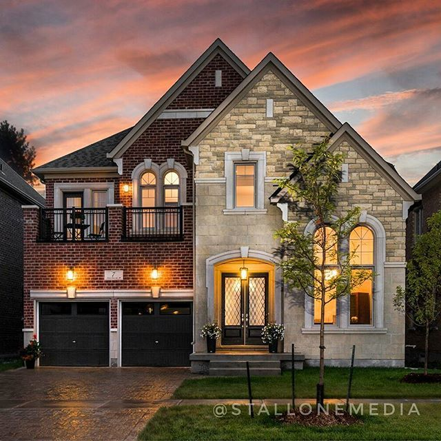 Goodnight IG. Another twilight shot completed for our newest client @lisainthecity #vaughan #realestate #twilightphotography #stallonemedia