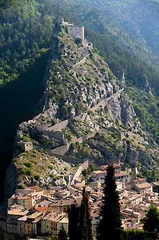 La spectaculaire cité médiévale d'Entrevaux mérite une escapade par le train des Pignes. Une halte farniente. (Stanislas Fautré/Le Figaro Magazine)