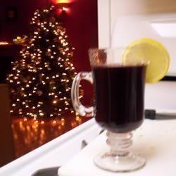 Wspaniały napój na Święta Bożego Narodzenia bez względu na to czy śpiewasz kolędy, zjeżdżasz na nartach czy robisz cokolwiek innego podczas tych zimnych zimowych dni.