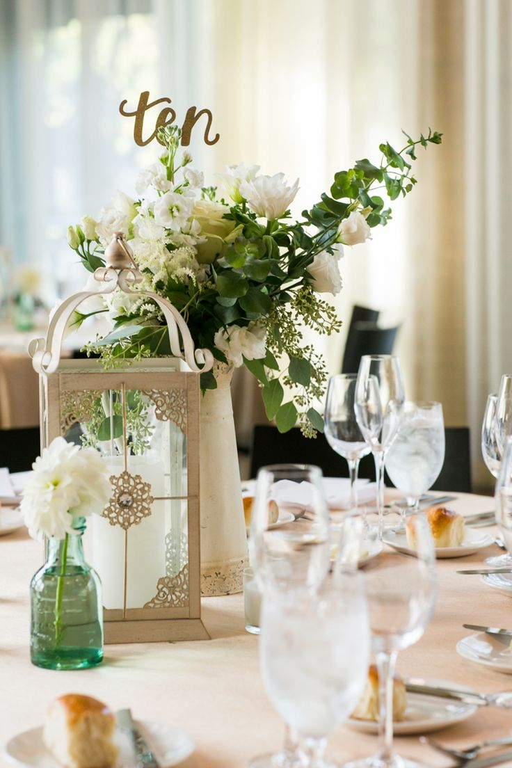 Love these vintage and elegant centerpieces! see more: http://theeld.com/1qUy0cu