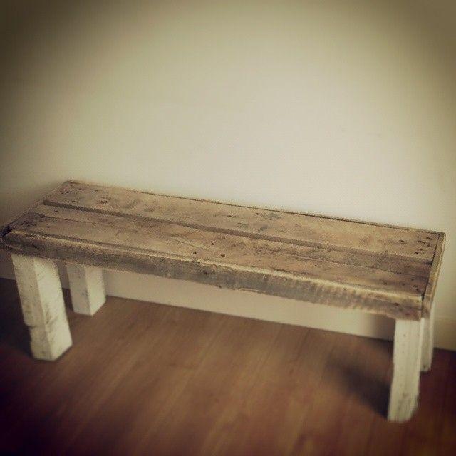 Leuk landelijk bankje gemaakt van gerecycled hout. Laat ook een bankje op maat maken en bestel er één via info@alshetmaarvanhoutis.nl