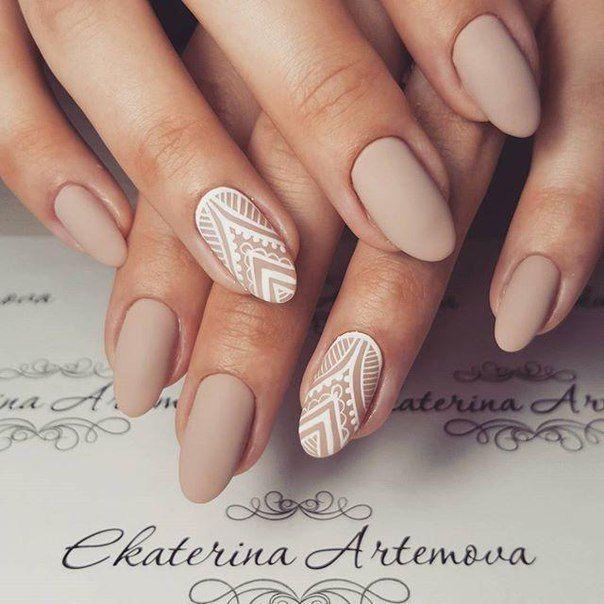 Ideal season: Autumn / summer Length: medium Colors used: beige and white Mo …  – nail art
