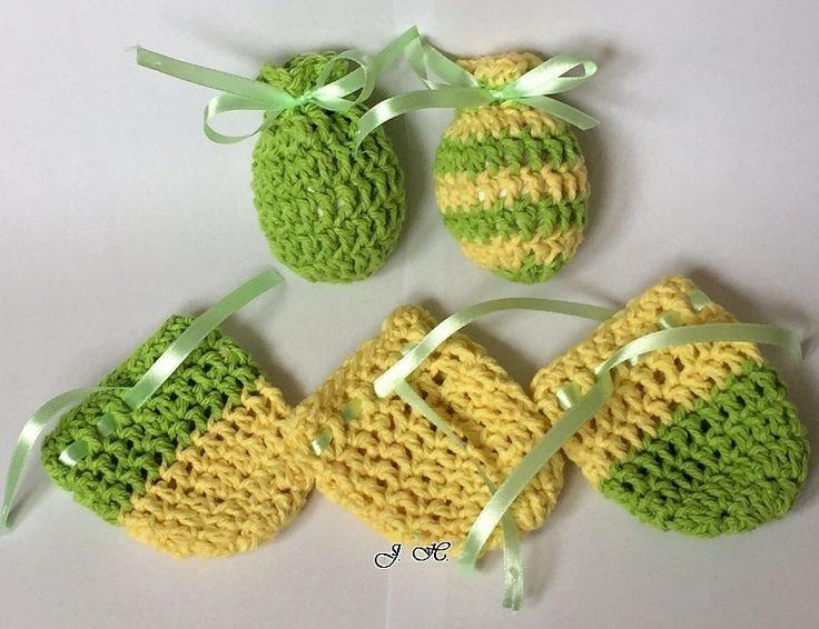 Košilky+na+vajíčka+5ks+Háčkované+velikonoční+obaly+na+vajíčka.+Pastelové+barvy+-+žlutá+a+hrášková+zelená.+Saténovou+stužku+můžeme+zavázat+na+mašličku+a+nebo+tak,+abychom+vajíčko+zavěsili.+Rozměr:+výška+8,5+cm,+šířka+u+horného+okraje+7,5+cm.+Materiál:+100%+bavlna