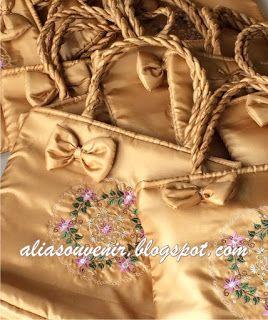 hub 085728454449/082225625999 Souvenir Tas Bordir Aksen Pita dg Tali Cangklong http://aliasouvenir.blogspot.co.id/2017/08/souvenir-tas-bordir-dgn-tali-cangklong.html