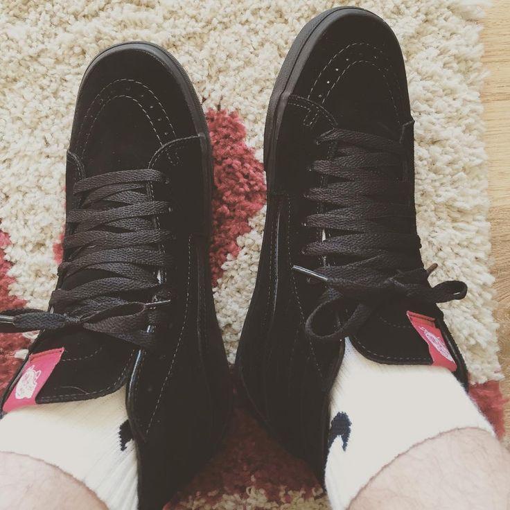Sweet black Vans Shoe on feet.