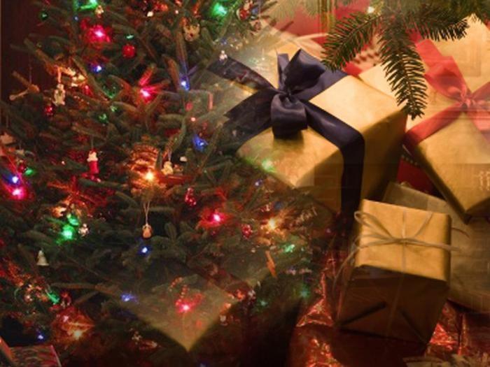 CASERTA Tragedia sfiorata in un appartamento di Napoli dove un'albero di Natale è andato in fiamme nella notte, mentre una famiglia dormiva.