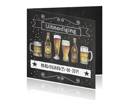 Uitnodiging op krijtbord bierfeest man