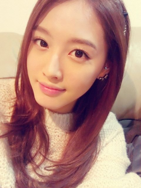 JaeKyung - RAINBOW. Lovely red hair!