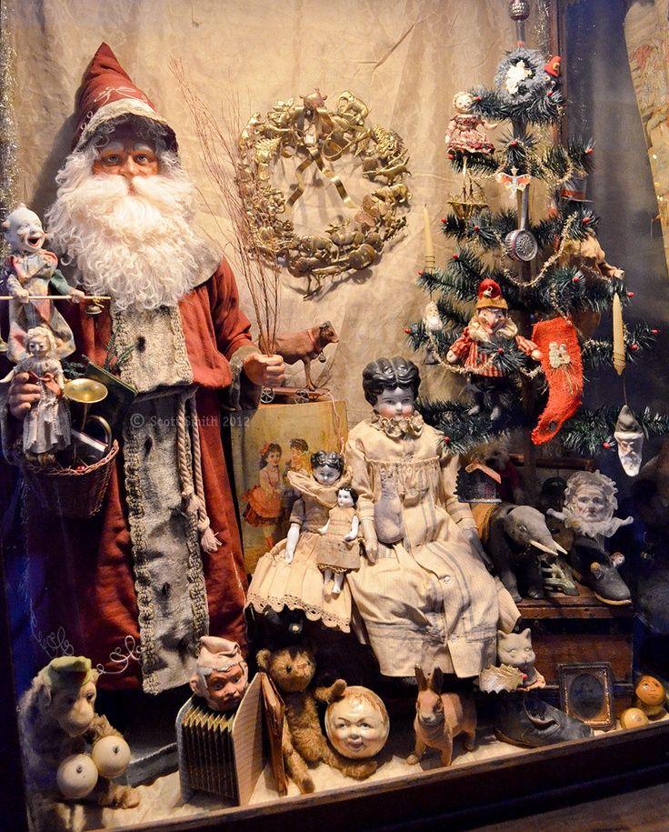 Beautiful Antique Christmas Display http://www.rucusstudio.blogspot.com