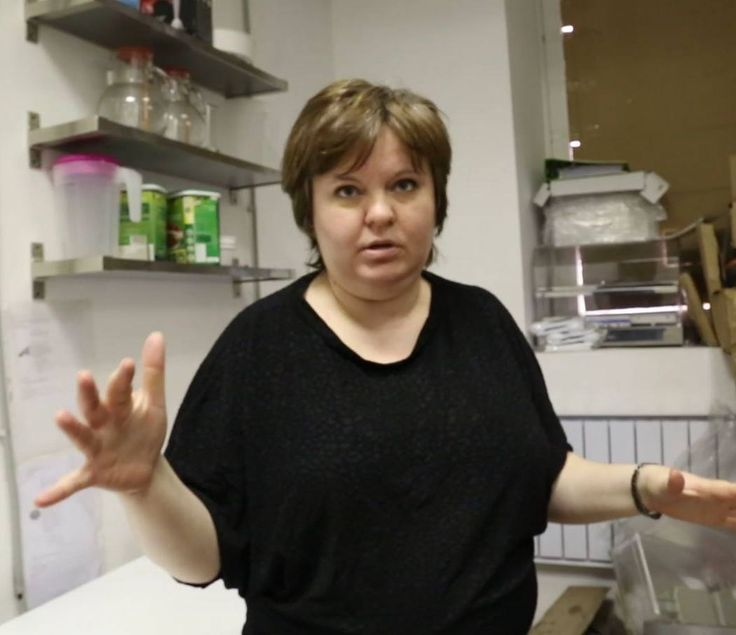 Кадры из программы. После долгих лет работы в IT-компании Ирина Баткина решилась открыть своё дело: маленький сэндвич-бар в Санкт-Петербурге. Заведение работает полгода и вышло на 60 клиентов в день со средним чеком 250 рублей. Ирина рассказывает о подводных камнях общепита. ВИДЕО: https://www.youtube.com/watch?v=hD2VsBwA-JY. ВСЕ ПРОГРАММЫ: https://www.youtube.com/oleganisimov. #пекарня #кондитерская #дело #бизнес #Россия #Питер #Санкт_Петербург #СанктПетербург #олеганисимов #spbgram #bakery…