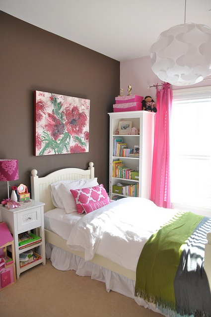 Hot Pink Bedroom: Girl's Bedroom In Hot Pink And White
