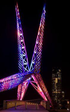 SkyDance Bridge, Oklahoma City designed by S-X-L (Spatial Experiments Lab) Architects :: pedestrian bridge