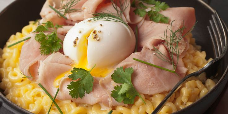 Coquillettes au fromage, jambon blanc et oeuf mollet