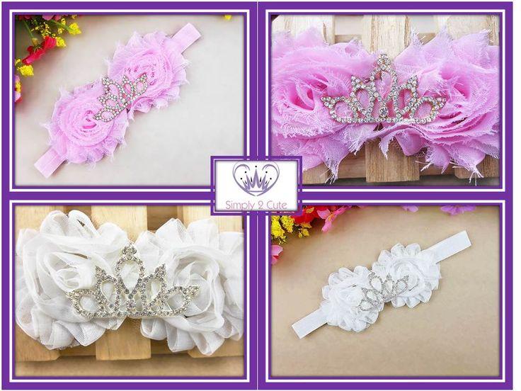 """DIANA - 'shabby chic' flowers and a rhinestone tiara on a soft and comfortable elastic band. One size fits 6 month - 6 years. Available in white or pink.  Sött hårband med två vackra """"shabby chic"""" blommor och glittrande krona  på elastiskt mjukt band. Matcha gärna färgen med klädesplagg eller skor. Passar barn ca 6mån – 6år (väldigt elastiskt). Finns i vit eller rosa. #simply2cute #shabbychic #rhinestonetiara http://simply2cute.tictail.com/product/diana"""