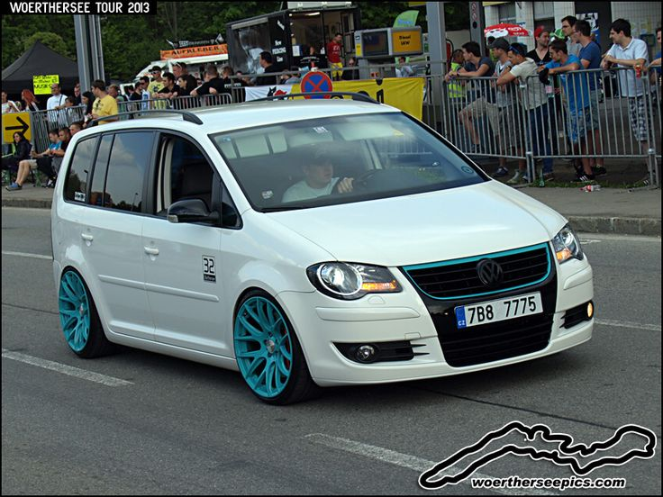 White VW Touran