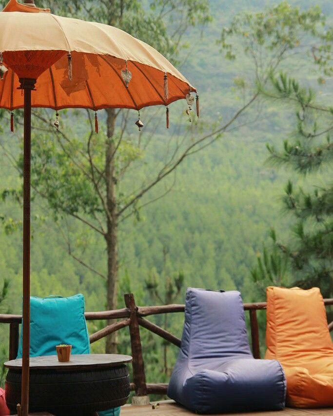 Menyapa alam Lembang dengan camping di The Lodge Maribaya. Ini villa rumah kayu, tempat vip utk para campers, ceritanya langsung saja ke keponih.com ya ..