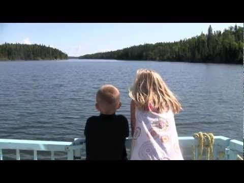 Houseboating in #Saskatchewan? Mmm hmm...in this video travel blogger Becky takes her family on a houseboating vacation on Lac La Ronge.