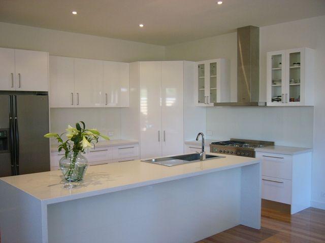 White Starphire glass splashback with white kitchen