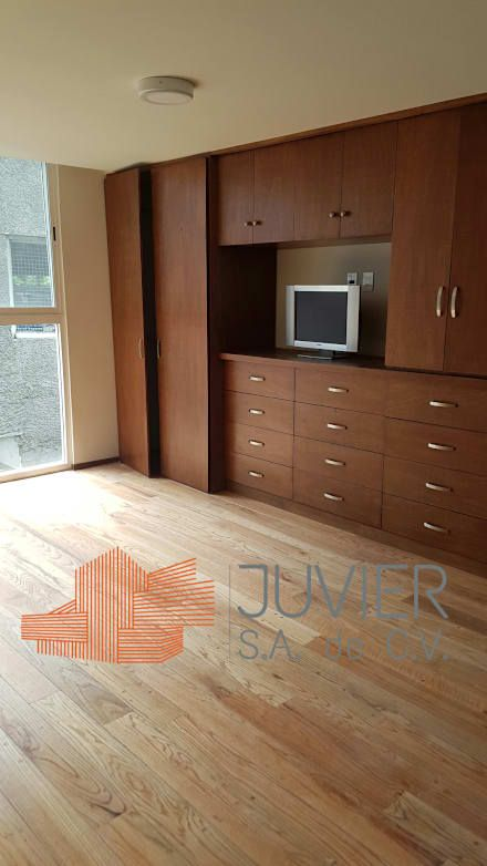 Remodelación departamento: Recámaras de estilo moderno por Juvier SA de CV