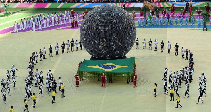 Pitbull, Jennifer Lopez e la protesta aprono #Brasile2014