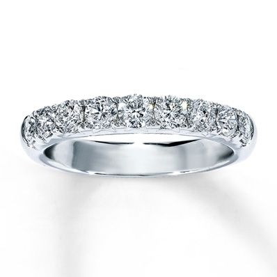 14K White Gold 1 Carat t.w. Diamond Ring.  This is my new wedding band.  Andrew purchased as 7year anniversary gift .   He was even proactive....anniversary in April