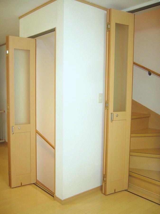 3階建ての2階リビングに折れ戸に取り付けしました リビング 折れ戸