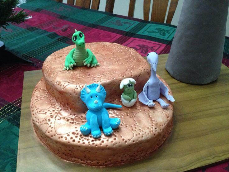 Fondant dinosaur cake