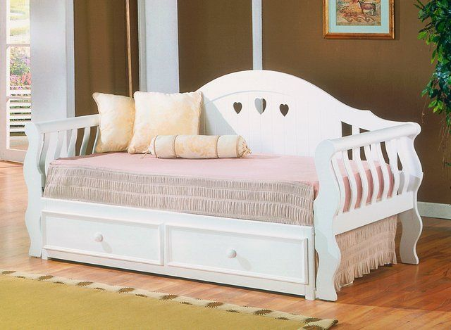 25 best ideas about wooden daybed with trundle on pinterest pallet daybed day bed and. Black Bedroom Furniture Sets. Home Design Ideas