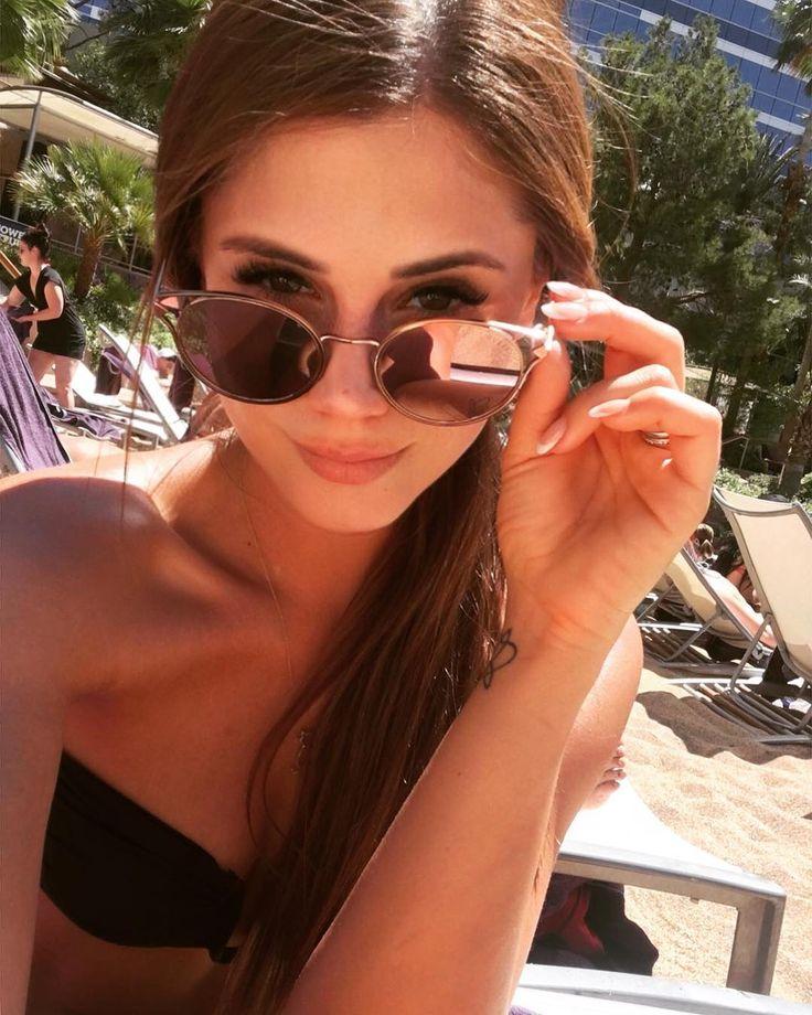 🤗☀️💦 #enjoythetime #lasvegas #pool #chill #modellife #hardworking #lovetraveling #usalife #lovemylife #czechmodel #brunette #browneyes #sexy
