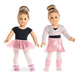 She can get her doll ready for a beautiful ballet performance with this mix-and-match outfit, hair accessories, ballet slippers, and tulle tutu.