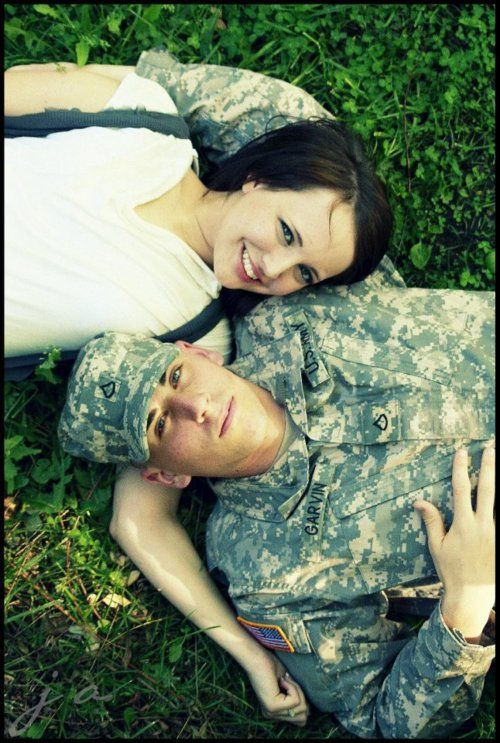 55+ Romantic Army Couple Wallpaper Gratis Terbaru