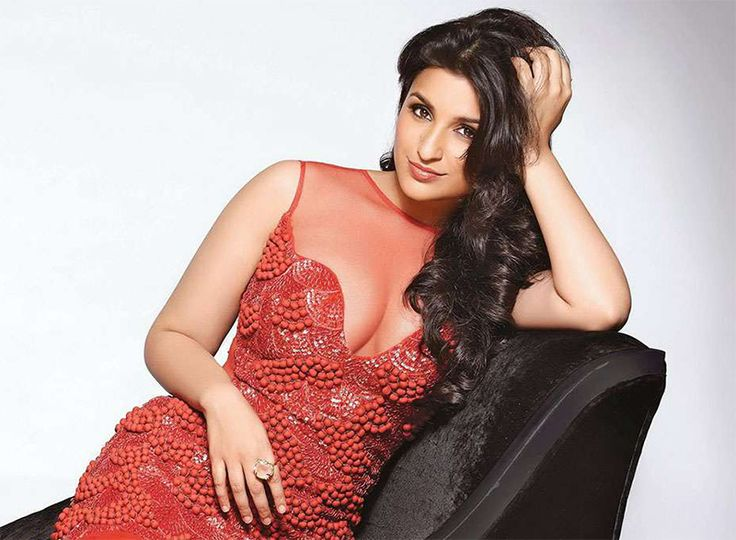 Parineeti Chopra Hot Cleavage
