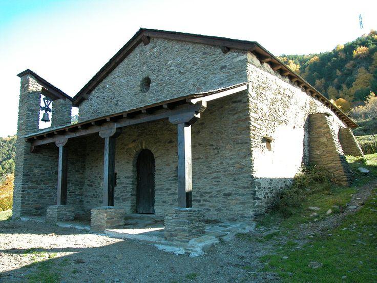 El Santuari de Biuse, prop de Llavorsí, al Pallars Sobirà, és una ermita emplaçada a 1.250m en un coster del serrat de Baladredo (Catalunya - Catalonia)