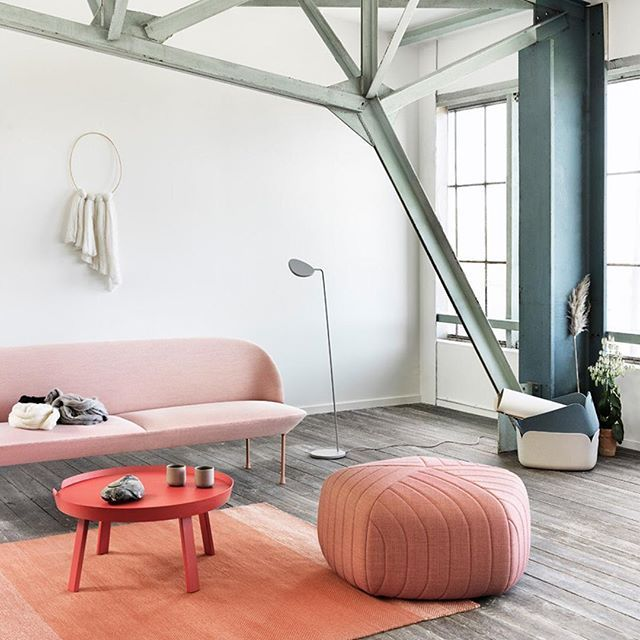 We're loving this perfect chromatic living room from @Muuto – Coffe table available online, tap the link in our bio. . . . #muuto #coffetable #livingroom #interiordesign #designer #smallable #homedecor #Regram via @smallable_store
