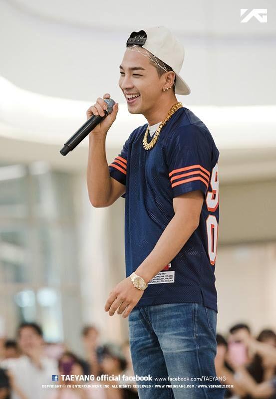 His smile just lights up his face! Image TAEYANG-korean