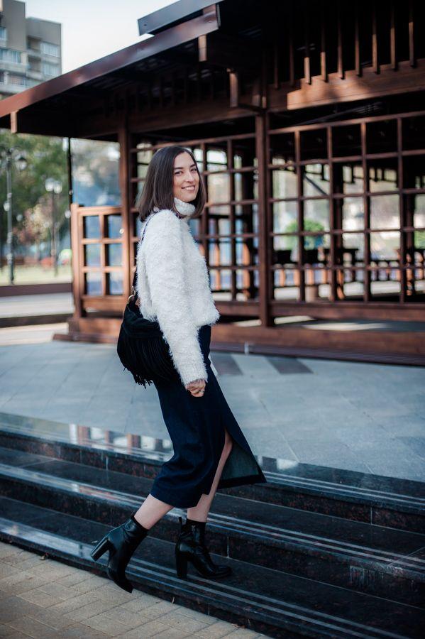 pink fluffy sweater Zara denim midi skirt with front split Zara black boho suede fringed bag New Yorker black ankle boots Zara