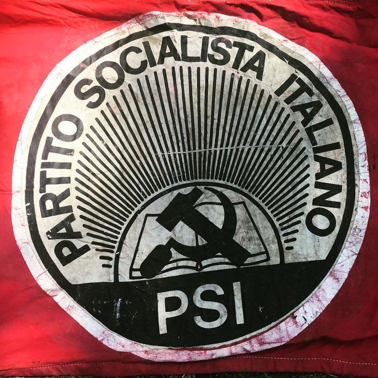 Vota Socialista.  #psi #partitosocialista #socialism #50s #electionday #canificio #propaganda #mercatodellepulci #stand18 #fleamarket #vintage #modernariato #art #design #firenze #arezzo #saracino #mercatodelsaracino (presso Fortezza Medicea Di...