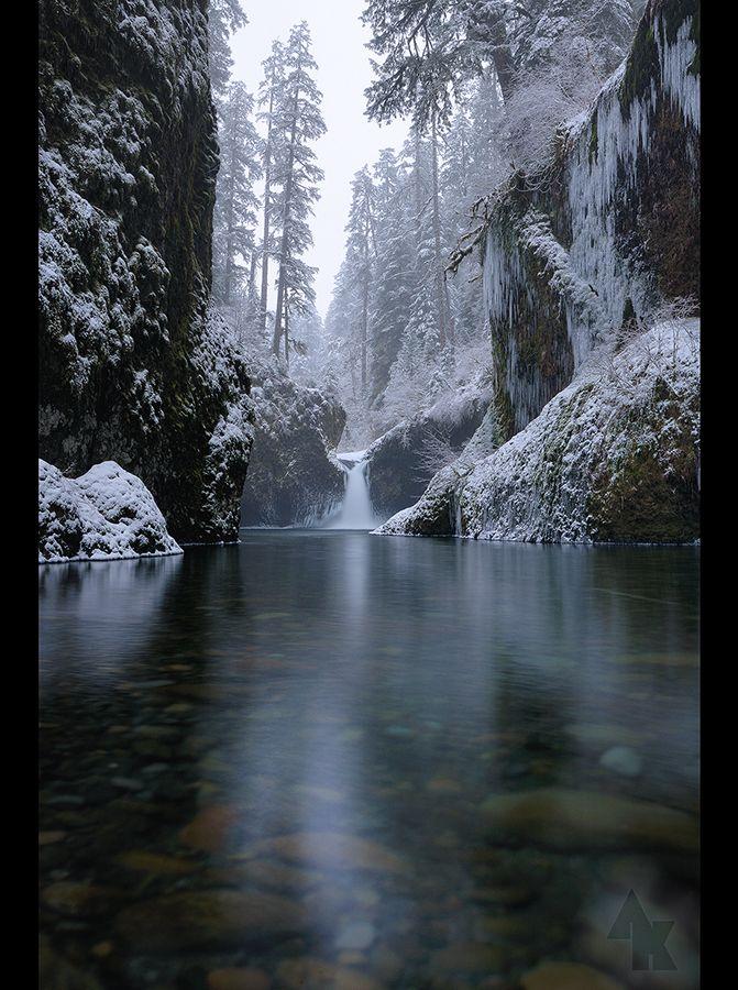 ✯ Eagle Creek Gorge, Punchbowl Falls, Oregon
