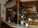 Firenze - Caffè Notte - Caffè Notte è un bar di Firenze, ben noto per la sua apertura a eventi culturali di nicchia. Vicino ai Giardini di Boboli e a Piazza Santo Spirito, va scoperto in compagnia di uno o più autoctoni per essere apprezzato a pieno!