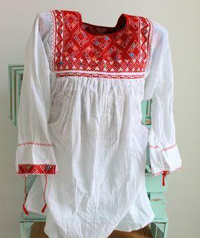 de ChiapasbyJUBEL en Etsy  #mexicanblouse #mexican #huipil #boho #folk #bohochic #ethnic #FridaKahlo #folkloric #peasant #blouse #waistloom #textil #hippie
