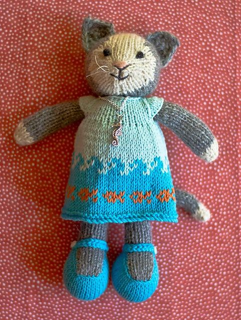 Cat Design Knitting Pattern : Best 25+ Knitted stuffed animals ideas on Pinterest