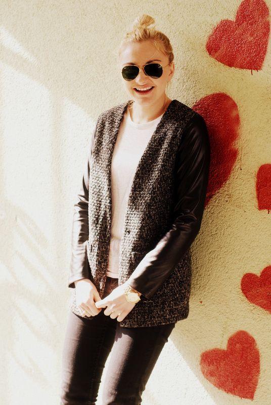 Nasza kurtka w stylizacji Sandry Panus - patrząc na serduszka w tle, chyba się podoba :) http://sandrapanus.pl/na-opak-wybieram-bialy-sweter/ #danhen #blog #moda #stylizacje #kurtki #wiosna