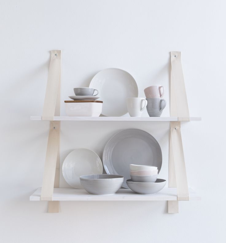 Kallio Tableware | A human touch is present in the ceramic Kallio tableware. Strength and subtlety go hand in hand in every cup, plate and bowl. That is why you will crave to touch and feel the tableware. Available in pink, grey and white.