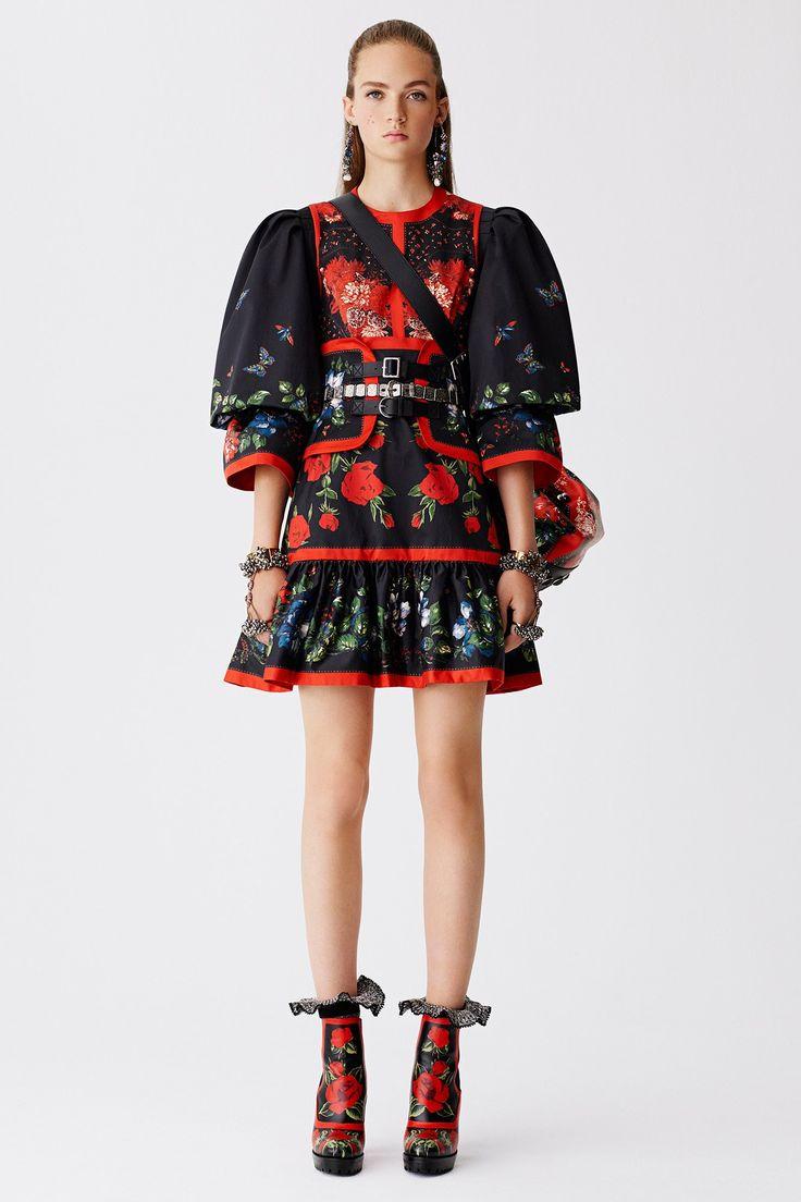 Alexander McQueen Resort 2017 Fashion Show