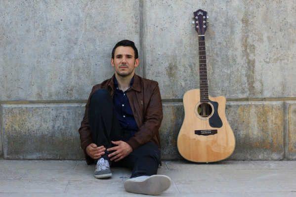 """El viaje musical de Jordi Ninus comenzó en 2014 con el disco Camina (Música Global) y la segunda parada la ha llevado a la capital del país vecino: París (Música Global, 2016). Un trayecto pop-rock de autor que saldrá a la luz en el mes de marzo. Mientras tanto, el músico ha dado a conocer el primer sencillo, """"Juntos""""Jordi Ninus - Junts ..."""