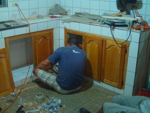 de madera en cocina de concreto  Puertas De Madera, Madera En